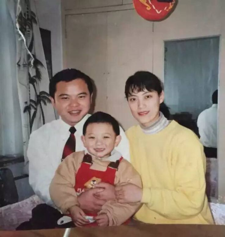 Baby Tao looks so much like his mom I can't even... he's so cute...