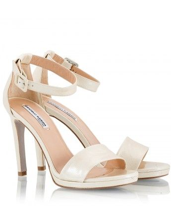 Fratelli Karida ivory leather ankle strap sandals are an elegant wedding or summer party option. This versatile pair will go with everything from skinny jeans to evening dresses.