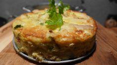 """Быстрый рыбный пирог от доктора Франка - Ингредиенты: яйца - 3 штуки сметана - 100 граммов рыба ( любая белая:треска, палтус, пикша,""""сибас""""- это лаврак или морской окунь,)- 350 граммов оливковое масло - 2 ст. ложки зелень - петрушка, укроп - 1 ст. ложка веточки розмарина соль и перец по вкусу"""