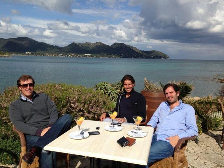 Rafa and friends <3 lovely photoshoppy backdrop in Mallorca <3