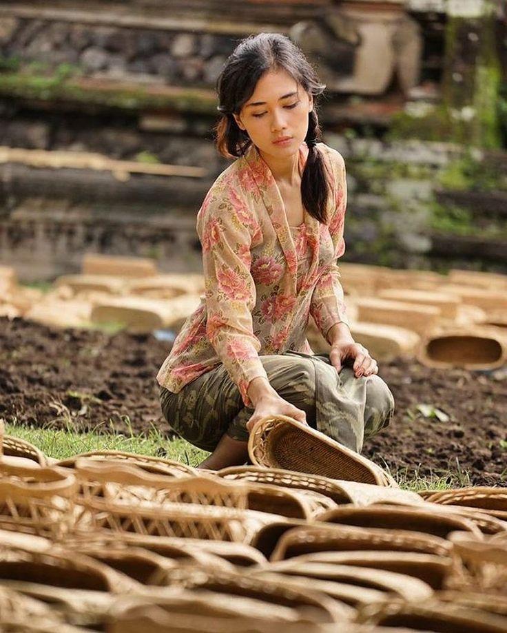 7 Gadis Bali yang Pesonanya Bikin Mertua Galak Saja Luluh Hati