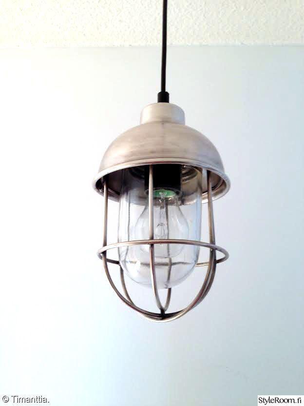 """Käyttäjän """"Timanttia"""" lampussa on rouheaa industrial-henkeä.  #styleroom #inspiroivakoti #valaisin #industrial"""