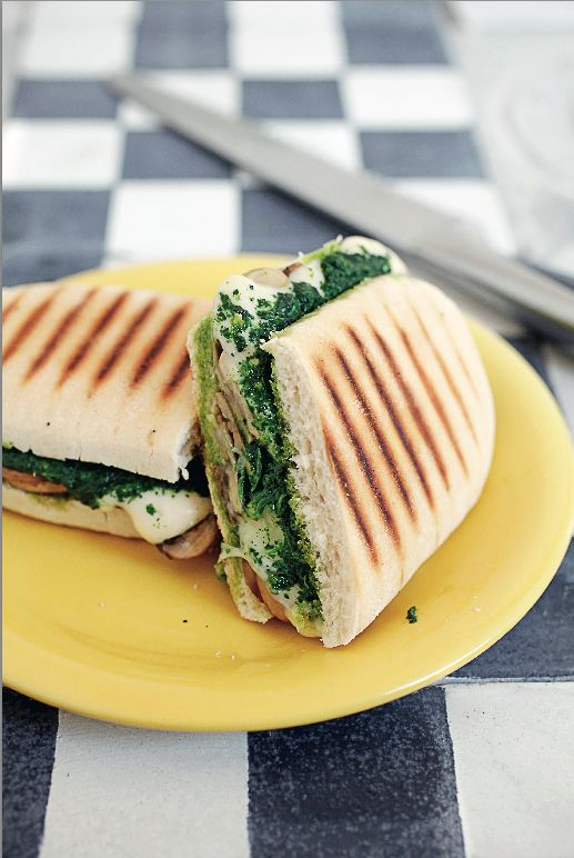 Panini de queso champiñón y espinaca - Revista Platos y Copas.