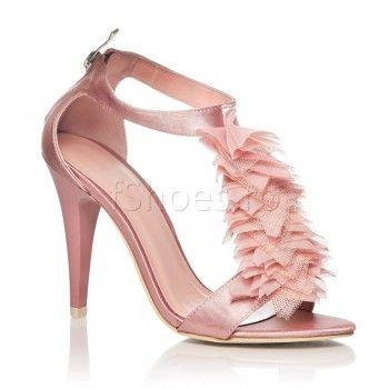 Sandalele Tull au un toc de 9,5 cm si sunt confectionate din satin, motiv pentru care se bucura de o eleganta aparte. Rozul pal si modelul din fata aduc  un plus de feminitate oricarei tinute. Sunt perfecte pentru vara aceasta. Cu ajutorul lor veti indulci atmosfera petrecerilor!
