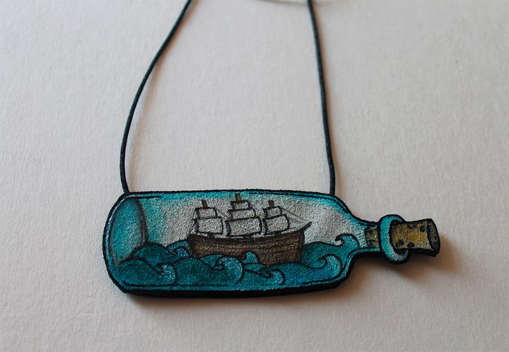 Galleon ship in a bottle sea leather necklace - Barco en una botella y el mar colgante de cuero - seaworld sailor handpainted gift idea de Clemenblut en Etsy