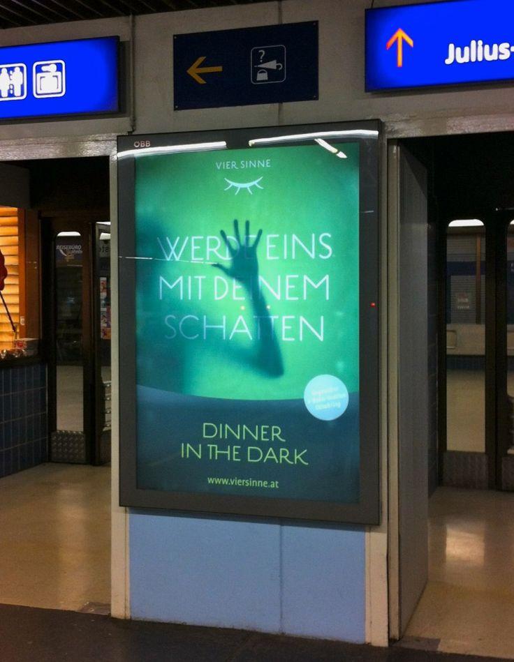 City Lights Poster für Vier Sinne, »Werde eins mit deinem Schatten«, Wien Franz-Josefs-Bahnhof