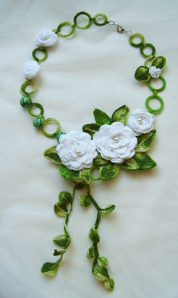 White flowers necklace, Crochet jewelry, White rose, Handmade jewelry, Rose flowers necklace, Crochet flowers, Statement crochet necklace