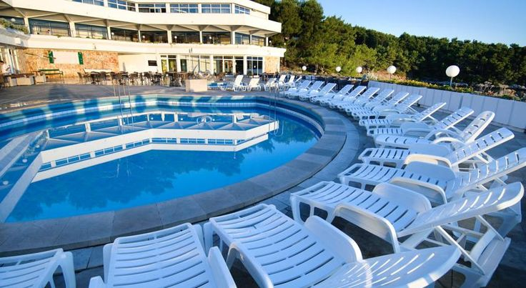 Adriatiq Resort Fontana Jelsa The Fontana Resort is situated on the wooded hillside of the town of Jelsa on the island of Hvar, directly facing beach. The city centre is about 500 metres away. Free WiFi is available in all areas.