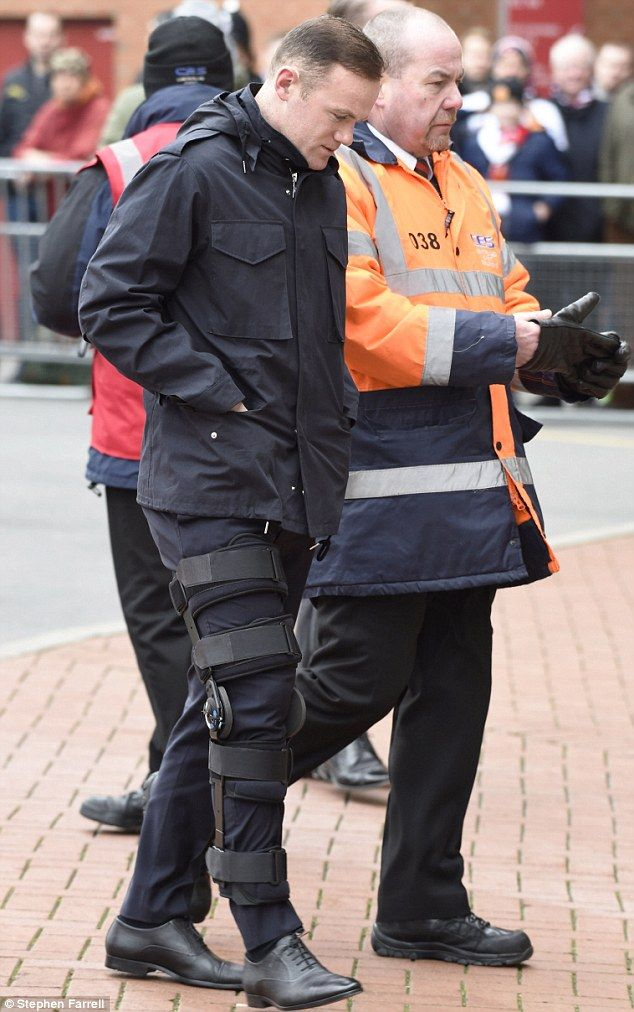 Manchester United striker Wayne Rooney arrived at Old Trafford on Sunday wearing a knee brace