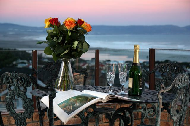 The Nantucket, A breathtaking view over a cobalt blue ocean while breathing champagne air is what guests can expect when visiting The Nantucket Guest House.  Situated in Hermanus, | Holiday Houses SA