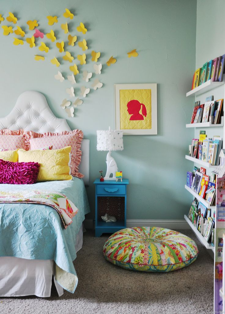 Cute reading poof. Love the colors in this room.