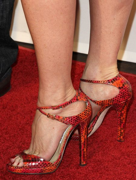 Nicollette Sheridan Photos Photos - Actress Nicollette Sheridan (shoe detail) arrives at  the Oceana benefit at Esquire House LA on November 13, 2010 in Los Angeles, California. - Oceana Benefit At Esquire House LA - Arrivals