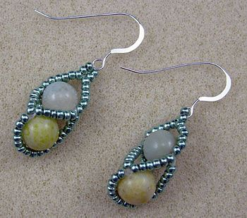Beaded earrings, this site is full of great tutorials. Head over there if your learning to make jewellery.