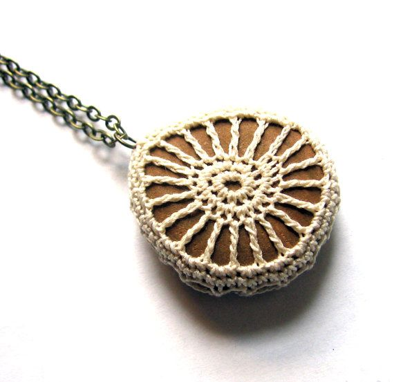 Beach Necklace Crochet Rock Pendant in Creamy von SovereignSea