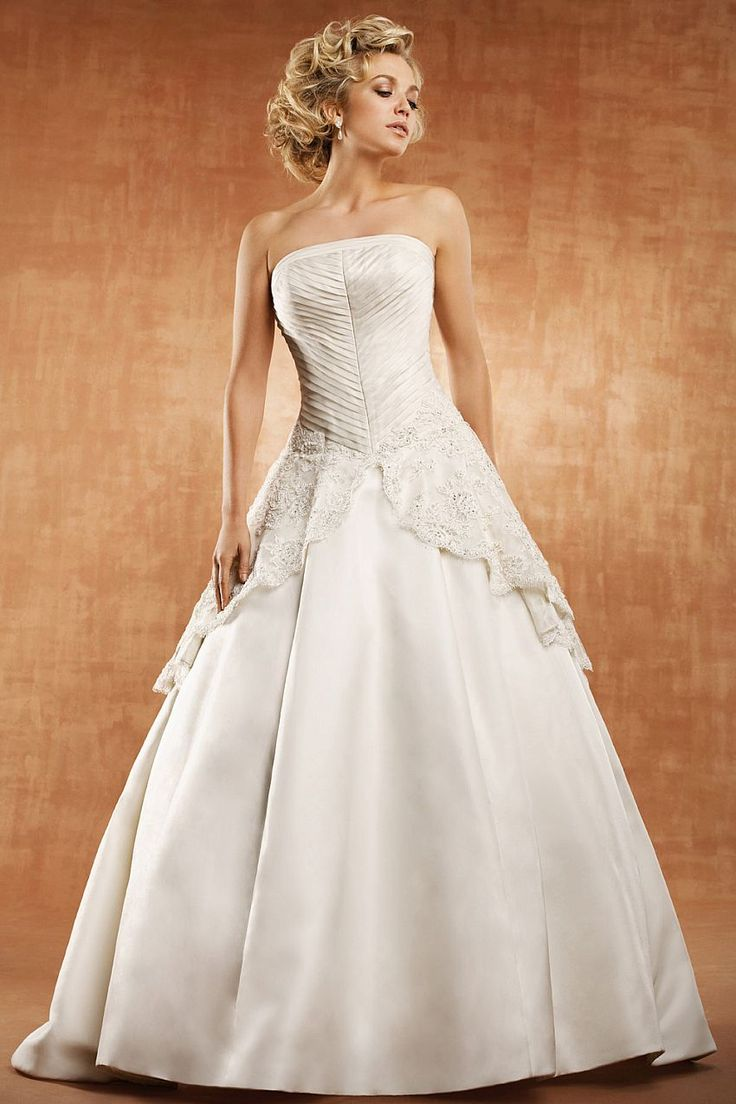 Saison Blanche Couture 4143 Captivating Allure Unfolds In