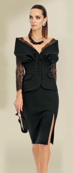 La mia scelta ed i miei gusti nel campo della moda, per classe ed elegante. Ninni - Tailleur da cerimonia Luisa Spagnoli