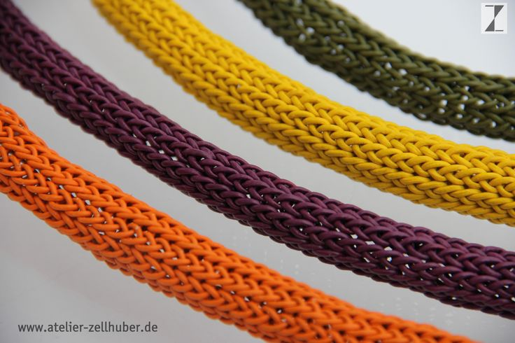 Colliers Leder  -vier verschiedene Farben www.atelier-zellhuber.de #Strickschmuck #gestrickter Schmuck #Leder