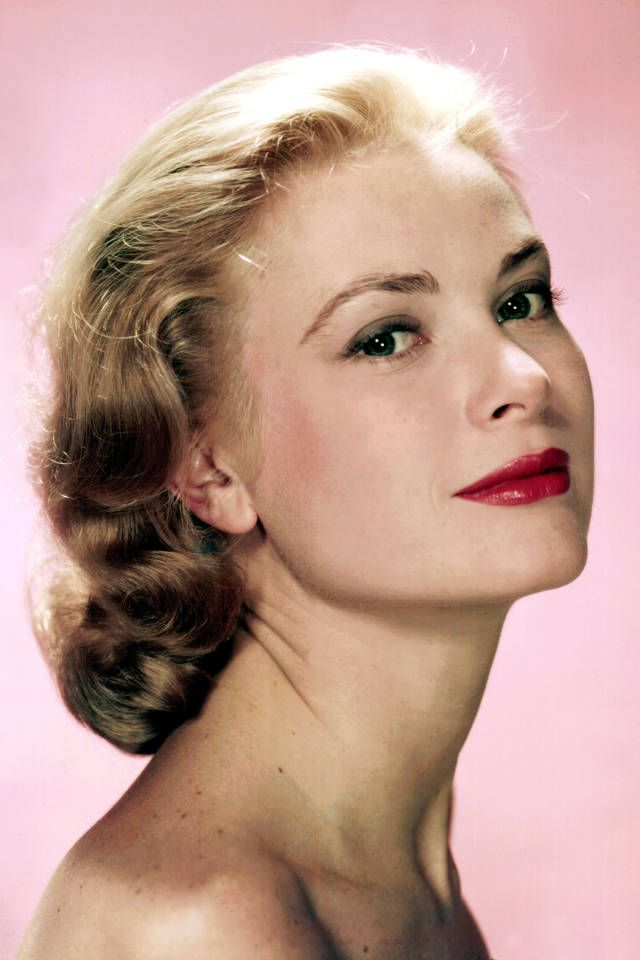 Iconic Blondes In Red Lipstick - Famous Blondes - Harper's BAZAAR