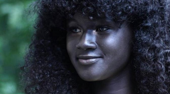 Ini Khoudia Diop Wanita Berkulit Tergelap yang Disorot Dunia - Bintang.com