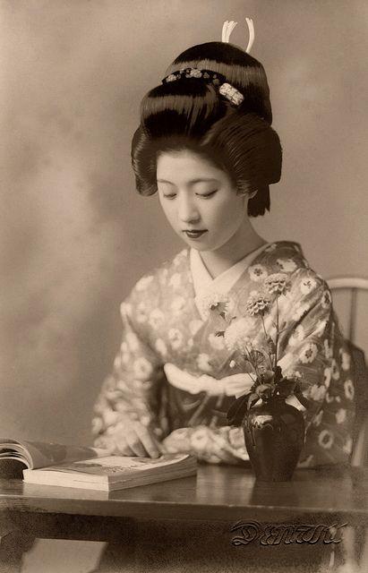 Geiko Toba reading a Book 1938   Photo by Blue Ruin1