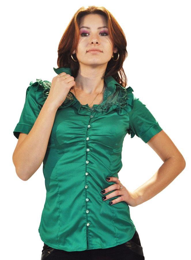 Camasa Dama Green Silk  -Camasa dama casual-elegant  -Model ce scoate in evidenta talia si poate fi purtata la diferite ocazii   -Material fin usor lucios  -Detaliu insertie fina de dantela in zona umerilor, ce se continua si in partea de sus a spatelui, dand o nota de senzualitate.     Lungime: 57cm  Latime talie: 33cm  Compozitie: 47%Poliester, 50%Naylon, 3%Lycra