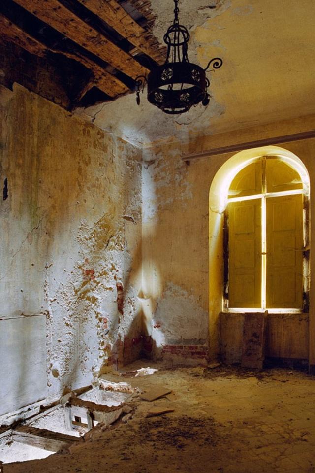 Abandoned Italian Villa: