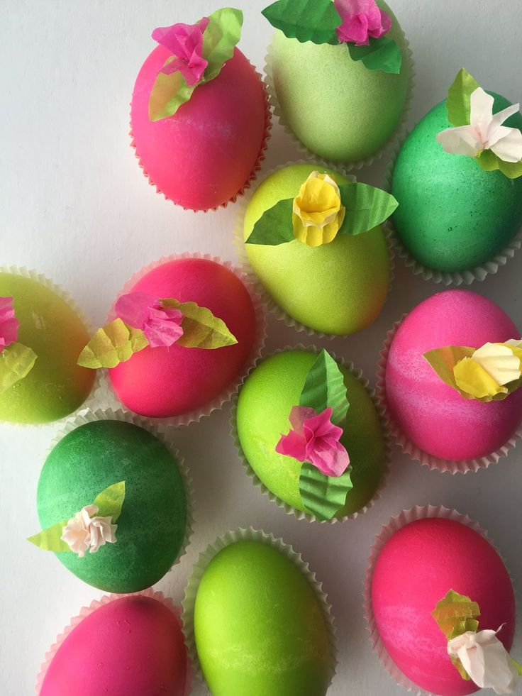 Bonbon-inspired Easter eggs with cupcake-paper flowers!