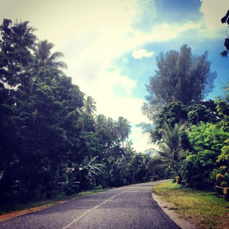 The Boluminski Highway in New Ireland is one of the best routes for bike riding and cycling tours in PNG. https://gudmundurfridriksson.wordpress.com/2016/03/03/pedalling-png/