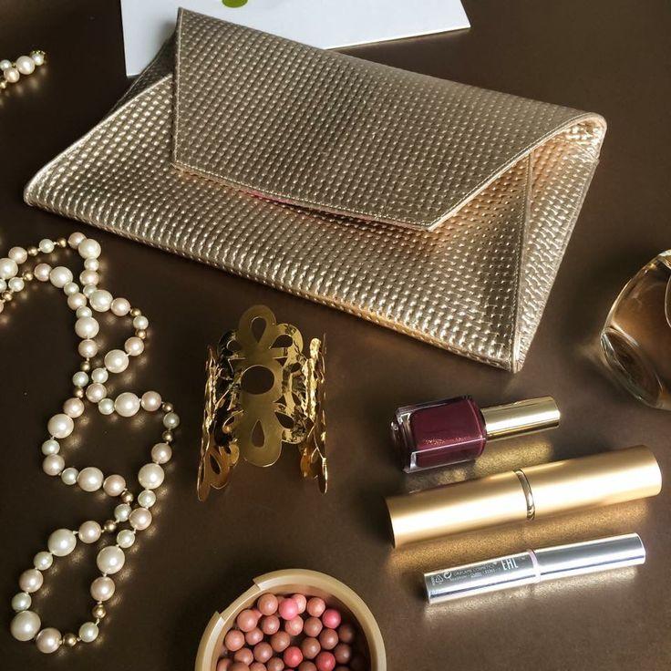Are you ready for a special occasion?   ✨Nuevo ✨Golden Clutch ✨de Piel Argenta! Porque nunca sabes cuándo lo puedas necesitar!   Recuerda que lo puedes personalizar!   #pielargenta #fashion #trendy #clutch #cuero #leather #hechoamano #hechoencolombia