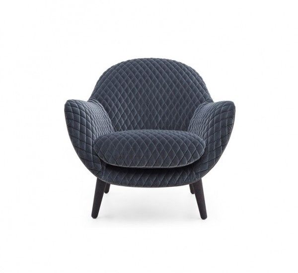 Mad Queen of Poliform, is a new armchair designed by Marcel Wanders. High back and comfort for a seat that is part of a large family of chairs, already become a cult.Mad Queen of Marcel Wanders is part of a unique collection, contemporary and futuristic design. The armchair has a different coating for the inner and outer shell. The legs are available in different finishes oak or in the same fabric or leather choice for the outer shell. You can Choose version with internal fabric gibson…