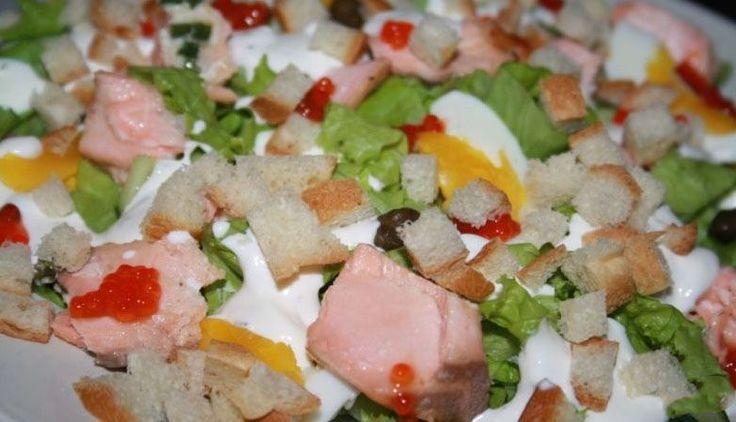 Салат из лосося горячего копчения
