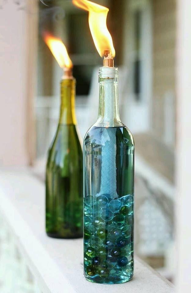 Muy a menudo sucede que tiene las botellas vacías de licor y una alternativa, en lugar de tirar, es para decorar personal tal objeto. Tener estas botellas decoradas con el bricolaje, hacer su hogar…