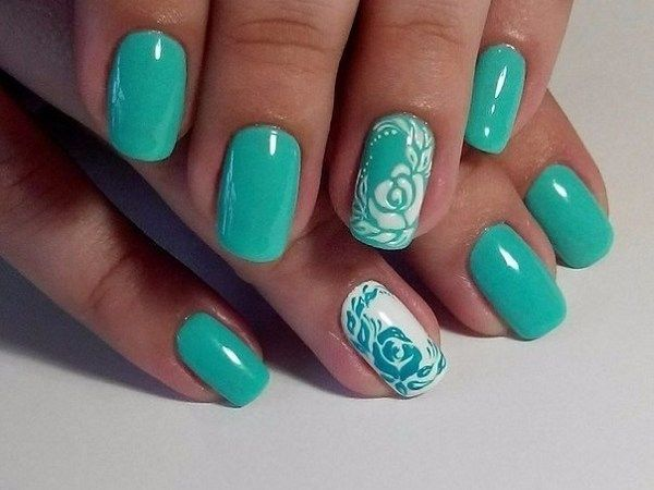Today we will talk about green nail art designs. It sounds strange? No, not at all. This is the new trend in fashion today. Girls flaunting long fingernails painted with beautiful nail art designs on