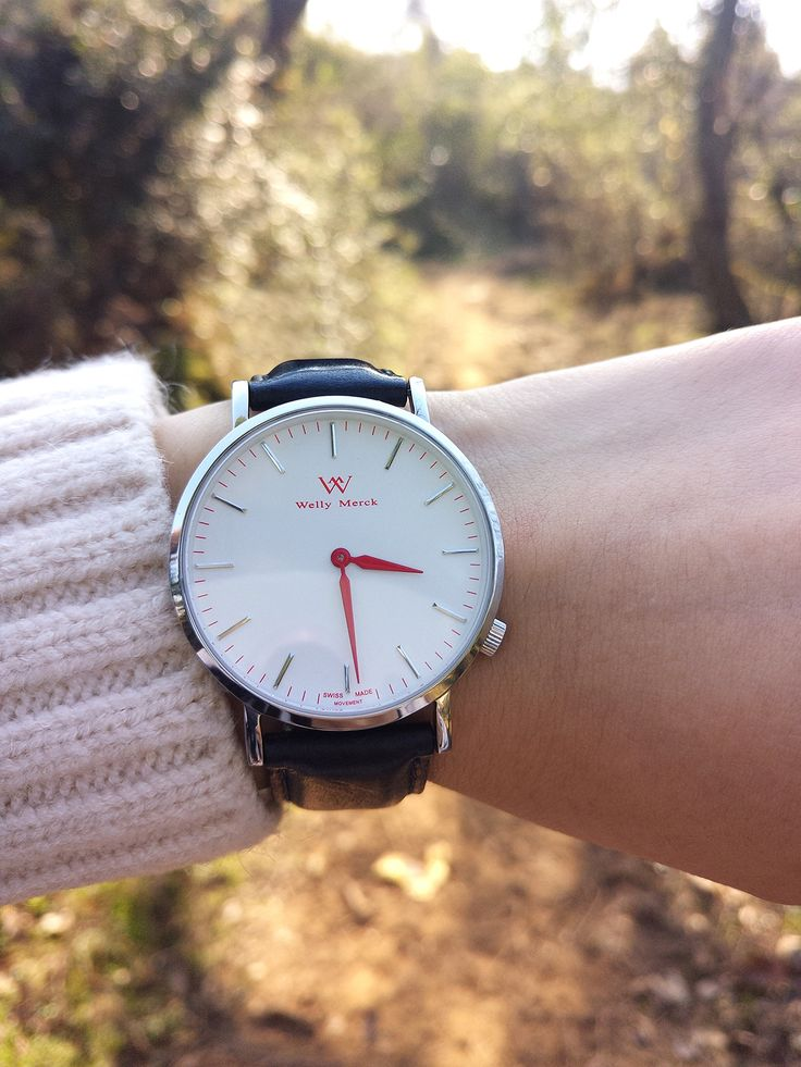 A stunning and classic watch perfect for everyday wear.