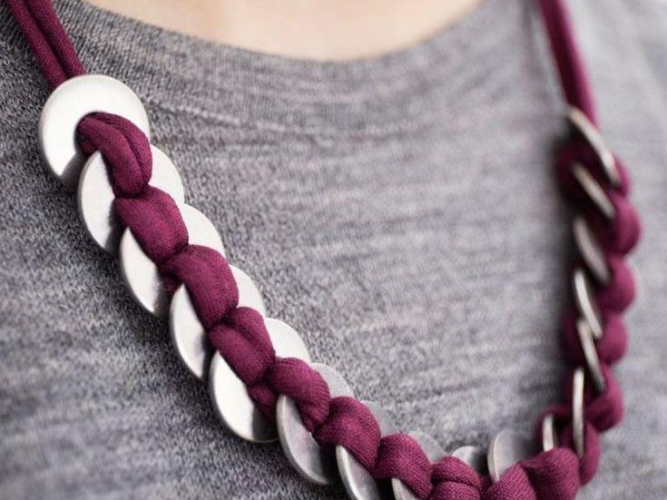 Tutorial fai da te: Come fare una collana con fettuccia e rondelle di metallo via DaWanda.com