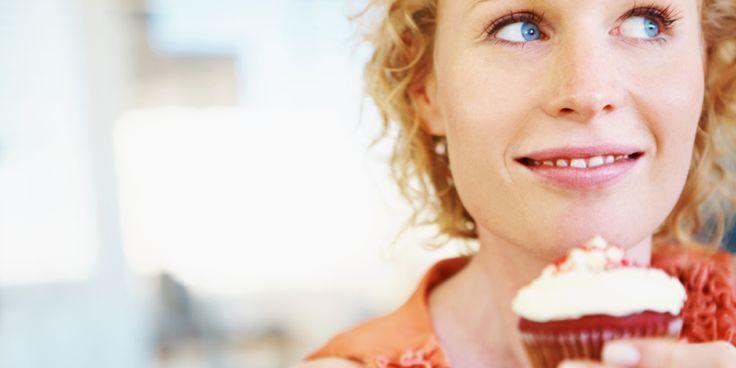 Alle soorten suikersbevatten ongeveer evenveel calorieën.Maar sommige soortenlijken wel meer mineralen te bevatten dan andere. Zo bevat kokosbloesemsuikermeer magnesium en kalium dan gewone suiker. Volgens het Voedingscentrum maakt het niet uit of je nou gewone suiker, rietsuiker, honing of agavesiroop eet. Je lichaam zou de suikers (koolhydraten)allemaalop dezelfde manier verwerken enwe weten allemaal wat er…