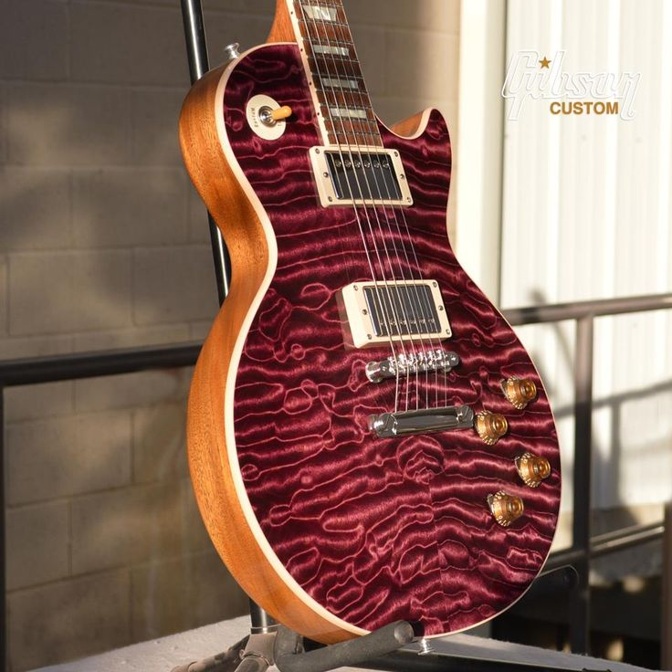 Another rarity from Custom. Gibson Les Paul Standard Quilt in Trans Violet. #gibson #guitar #custom #lespaul #quilt