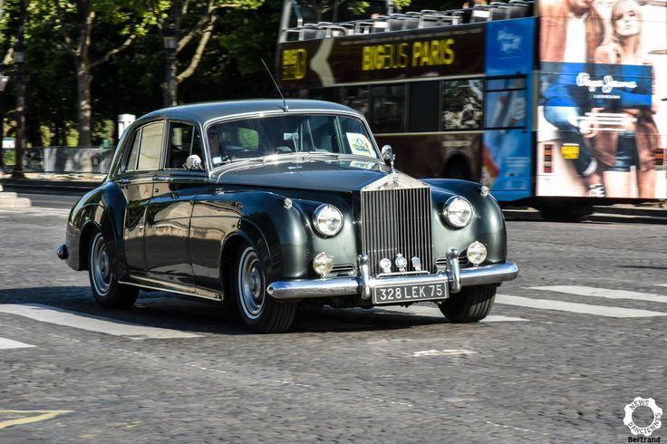 Rolls Royce Phantom Và la Journée Nationale des Véhicules d'Epoque. Reportage : https://newsdanciennes.com/2017/05/02/1ere-journee-nationale-des-vehicules-depoque-jetais-a-paris/