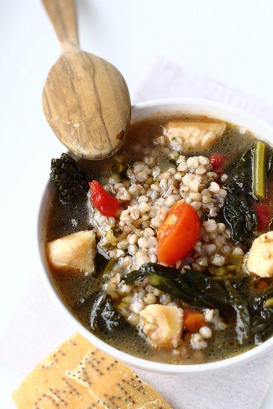 Zuppa di cime di rapa, cavolo nero e grano saraceno con croste di parmigiano