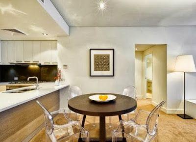 Desain kontemporer merupakan gaya modern yang sedang populer karena dapat diaplikasikan di berbagai jenis ruangan, salah satunya adalah ruang makan. desain ruang makan dan dining set menjadi faktor penting dari kesempurnaan ruang makan Anda.