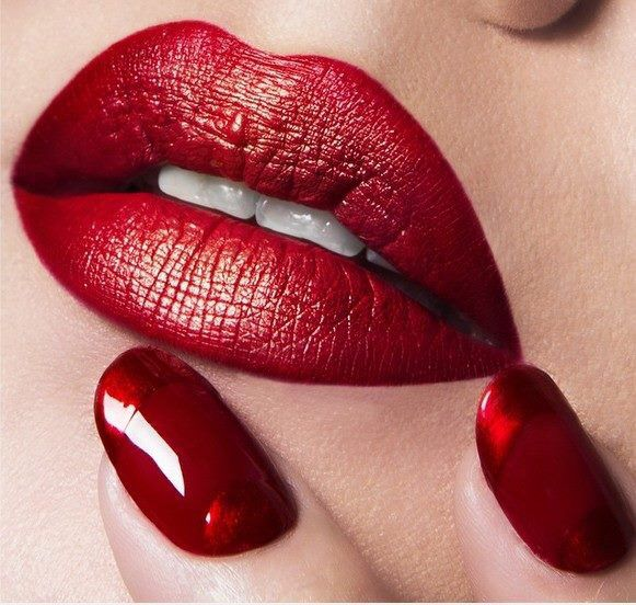 Sexy red lips &. Nails