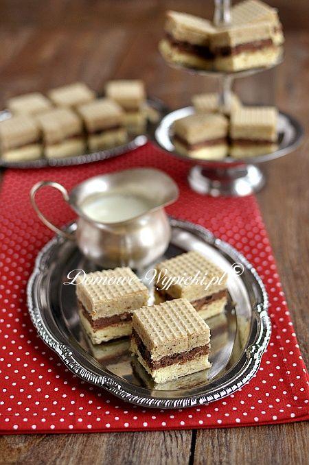 http://www.domowe-wypieki.pl/przepisy-ciasteczka-bez-pieczenia/662-przepis-na-wafle-trojkolorowe wafle trojkolorowe