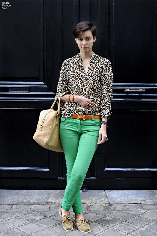 leopard blouse + mint green chinos/jeans + beige tote + boat shoes = casual weekend chic