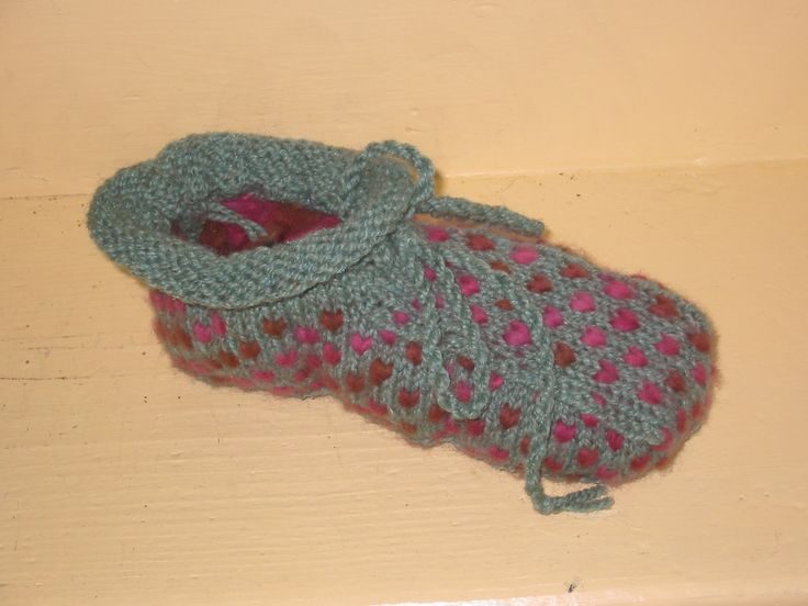 Newfoundland Thrum Boot Slippers -- another free-at-click pattern from WoolTrends