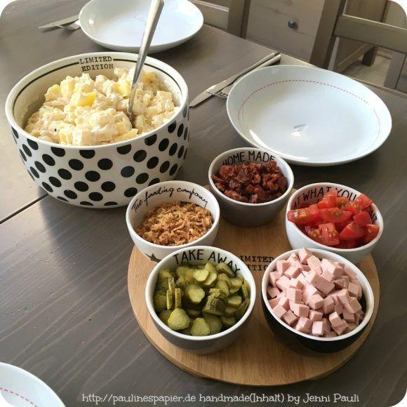 Ich habe die Lecker Zeitschrift im Abo und da war die geniale Idee mit dem Do-it-yourself-Kartoffelsalat. So gab es heute bei uns die Grundvariante und dazu die Beilagen. Gurke,Röstzwiebeln, Bacon-…