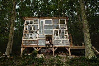 une cabane en materiau recycle 4   Une splendide cabane en vieilles fenêtres   recyclage photo Nick Olson materiau Lilah Horwitz image fenêt...