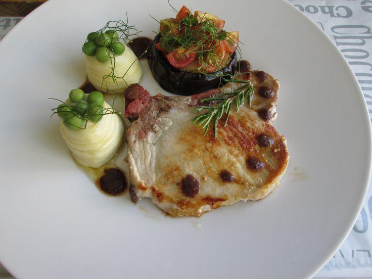 / Costoletta di maiale  purea di patate e melenzana con salsa di olive Gino D'Aquino
