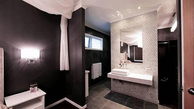 House Rules Main Bedroom Leads To En Suite Bathroom