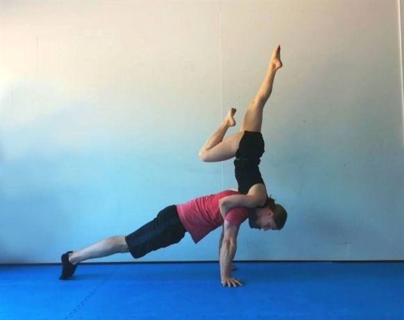 Pin By Clara Eckel On Toledoyoga Photoshoot Poses Yoga Yoga
