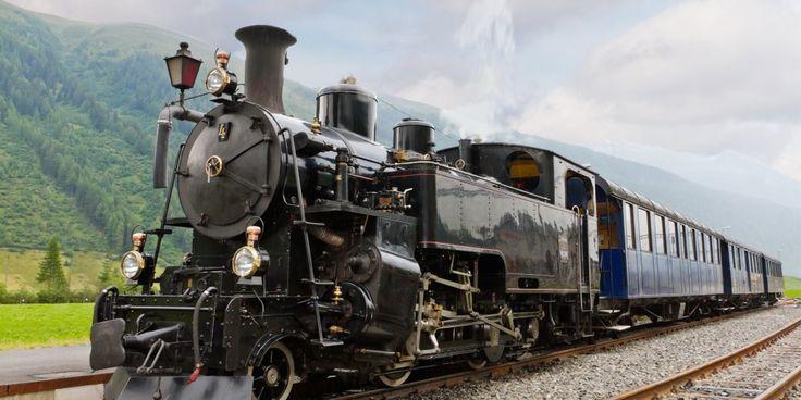 Поездку на поезде вряд ли можно назвать самым популярным способом путешествий. Поезда не так быстры, как самолёты, не так романтичны, как круизные суда, и не так удобны, как автомобили. Однако есть в мире железнодорожные маршруты,проехать по которым мечтает каждый путешественник. В этой статье мы расскажем о лучших из них.